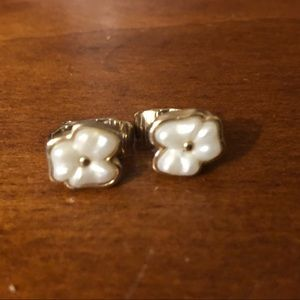 Vintage Avon Flower EARRINGS Clip-on White
